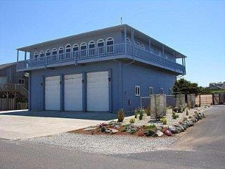 4BR Luxury Home--Grt. Views, Elevator, RV pkg, Bandon