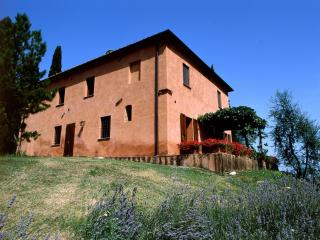 Farmhouse near Town with Pool - Casa Rustica, Montelopio