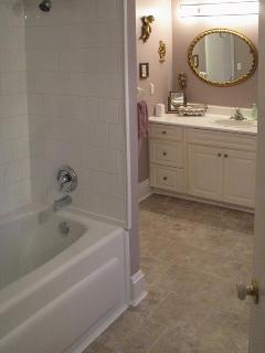 Ensuite Soaker Tub & Shower