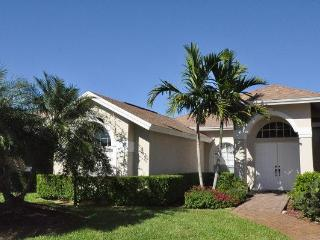 Naples - 4 bedroom house with pool in Briarwood, Napels