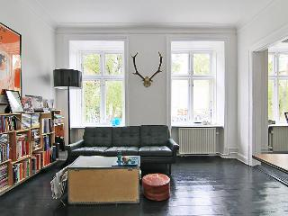 Copenhagen apartment near the lakes & Noerreport St.