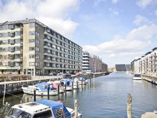Copenhagen apartment with balcony overlooking the canal, Copenhague