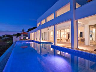 Bella Vita - Ideal for Couples and Families, Beautiful Pool and Beach