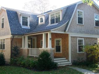 FRIEM - East Chop, Walk to Town and Beach, Central A/C, Hi Speed Internet, Oak Bluffs