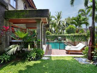 Villa Castilla - Unbeatable location, sleeps 9+, Seminyak