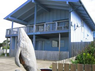 Ocean-view 2 Bedroom 1 Bath Beach Retreat -Upper, Newport
