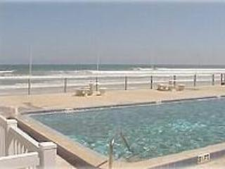 NSB Oceanside townhome 2Bd 2.5Ba pet  friendly, New Smyrna Beach
