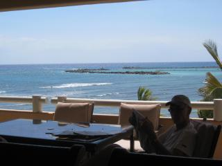 Ocean/Beachfront Luxury Condo open to Caribbean !!