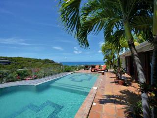 AZUR REVE... 4 BR private, tropical, tranquill... great vacation villa for those looking to unwind, Terres Basses