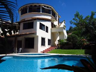 Luxury Casa Lily Penthouse +Pool, Beach & *VIEWS!, Puerto Escondido