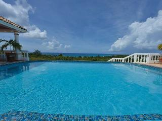 LA BELLA CASA... one of the largest villas on the island, bring the whole family!, Terres Basses