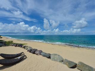LA PERLA CLASSIC... Intimate & seductive 1 BR Luxe Villa... right on the beach!, St. Maarten-St. Martin