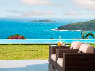 EDEN ROCK...deluxe family villa with spacious yard for kids!, St. Maarten