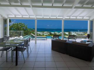 LA SARABANDE...magnificent 180 view over Orient Bay, 3 equal master suites & 2 baths