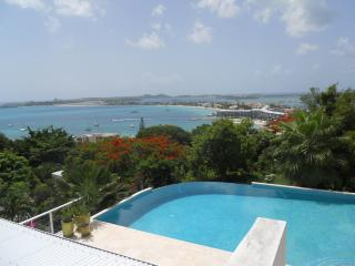 LA DI DA...St Maarten villa high atop a mountain at the mouth of Pelican Key, Simpson Bay