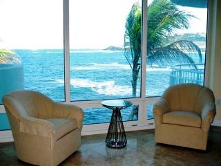 LIGHTHOUSE 2C... Stunning views, luxury oceanfront condo, short walk to beautiful beach, Oyster Pond