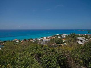 RIVIERA...  3 BR hillside villa in Pelican Key, St Maarten, bahía de Simpson