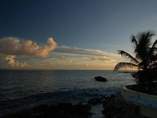 FAJA LOBIE... Great rates for a beachfront villa on Bourgeaux Bay beach, walk to Maho!, St-Martin/St Maarten