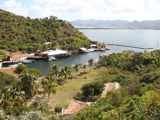 ALIZES... large lagoon waterfront villa with boat dock & tennis court!, Terres Basses
