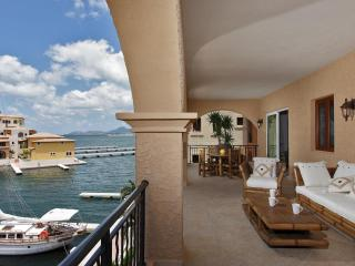 PORTO BLUE... IRMA Survivor!! 3 BR condo at Porto Cupecoy marina, shops