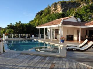 ST TROPEZ... amazing views of Heineken Regatta from this beautiful villa in Pelican Key, bahía de Simpson