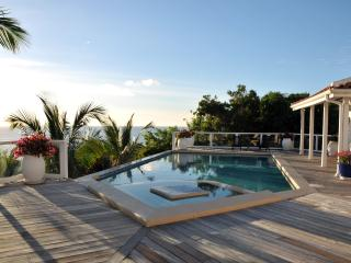St. Tropez - Ideal for Couples and Families, Beautiful Pool and Beach