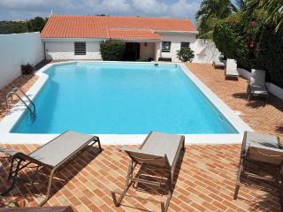 SEACHEST...Spacious, full AC, gorgeous views of Simpson Bay Lagoon