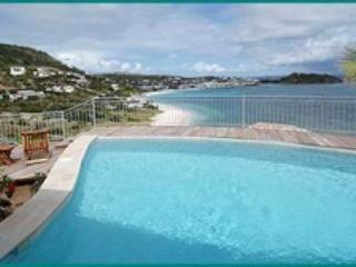 VALHALLA...3 BR villa ...amazing views, easy walk to beach, Philipsburg
