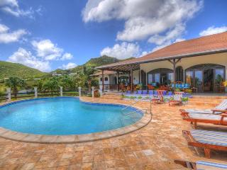 Mahogany - Ideal for Couples and Families, Beautiful Pool and Beach