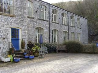 6 PHOENIX BUILDING, family friendly, country holiday cottage in Litton Mill In Miller's Dale, Ref 5490, Buxton