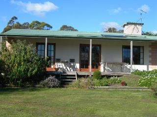 Quiet Bridport Apartments near Barnbougle Dunes - Platypus Park Country Retreat