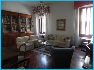 Charming Apartment, close to centre, with parking, Florence