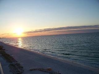 ' 1BR/2 BA, Gorgeous Oceanfront- Pelican Beach
