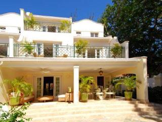 Luxury 4bdrm villa opp Mullins Beach, staff, pool