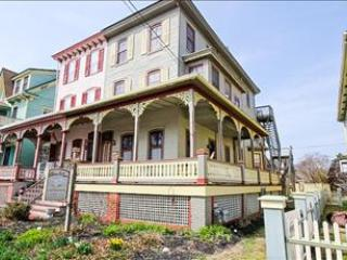 House with 2 Bedroom & 2 Bathroom in Cape May (101012)