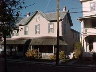 Comfortable 6 Bedroom, 3 Bathroom House in Cape May (5982)