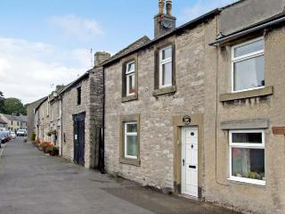 QUEENS COTTAGE, family friendly, luxury holiday cottage, with a garden in Tideswell, Ref 4550