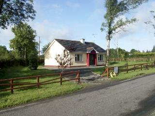 CLOON FAD, pet friendly, country holiday cottage, with a garden in