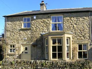WAYSIDE COTTAGE, pet friendly, character holiday cottage, with open fire in Edmundbyers, Ref 6736, Consett