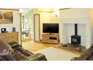 RIBBLE VALLEY COTTAGE, country holiday cottage, with a garden in Ribchester