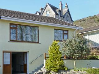 HILLSIDE, pet friendly, luxury holiday cottage, with a garden in