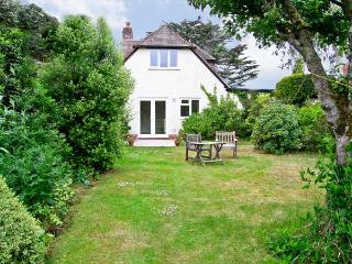 BROCK COTTAGE, romantic, country holiday cottage, with a garden in Beaulieu, Ref