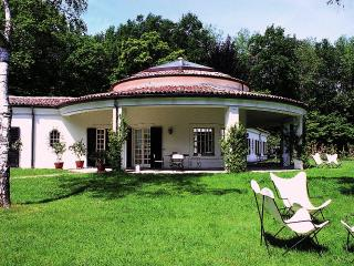 Beautiful Villa with Views Close to Shore of Lake Maggiore  - Villa Arona