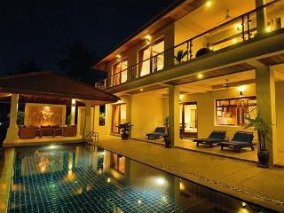 Peerapat Villa, 4-Bed Seaview in NE 1km to Beach, Koh Samui