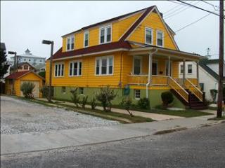 Comfortable 5 Bedroom, 3 Bathroom House in Cape May (Stockton 18 5905)