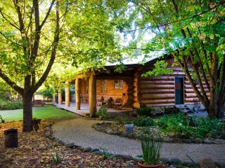 Tewksbury Lodge - Authentic Log Cabin, Porepunkah