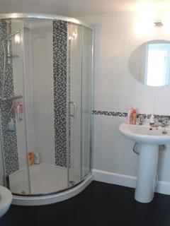 Sam\'s Place shower room