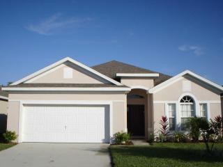 Spacious 4 Bedroom Villa Magic with Private Pool, Kissimmee