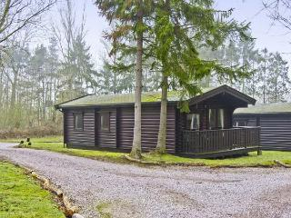 MERIDIAN LODGE, family-friendly, country holiday cottage, with golf on-site in Kenwick Woods, Ref 6809, Louth