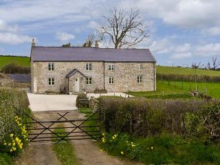 CEFN BERAIN UCHAF, family friendly, luxury holiday cottage, with a hot tub and garden in Cefn Berain, Ref 7039